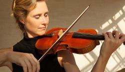 Kastelewicz Anna Barbara Violine Solistin Vivaldi 4Jahreszeiten Kulturgipfel 2048x1152 002 250px